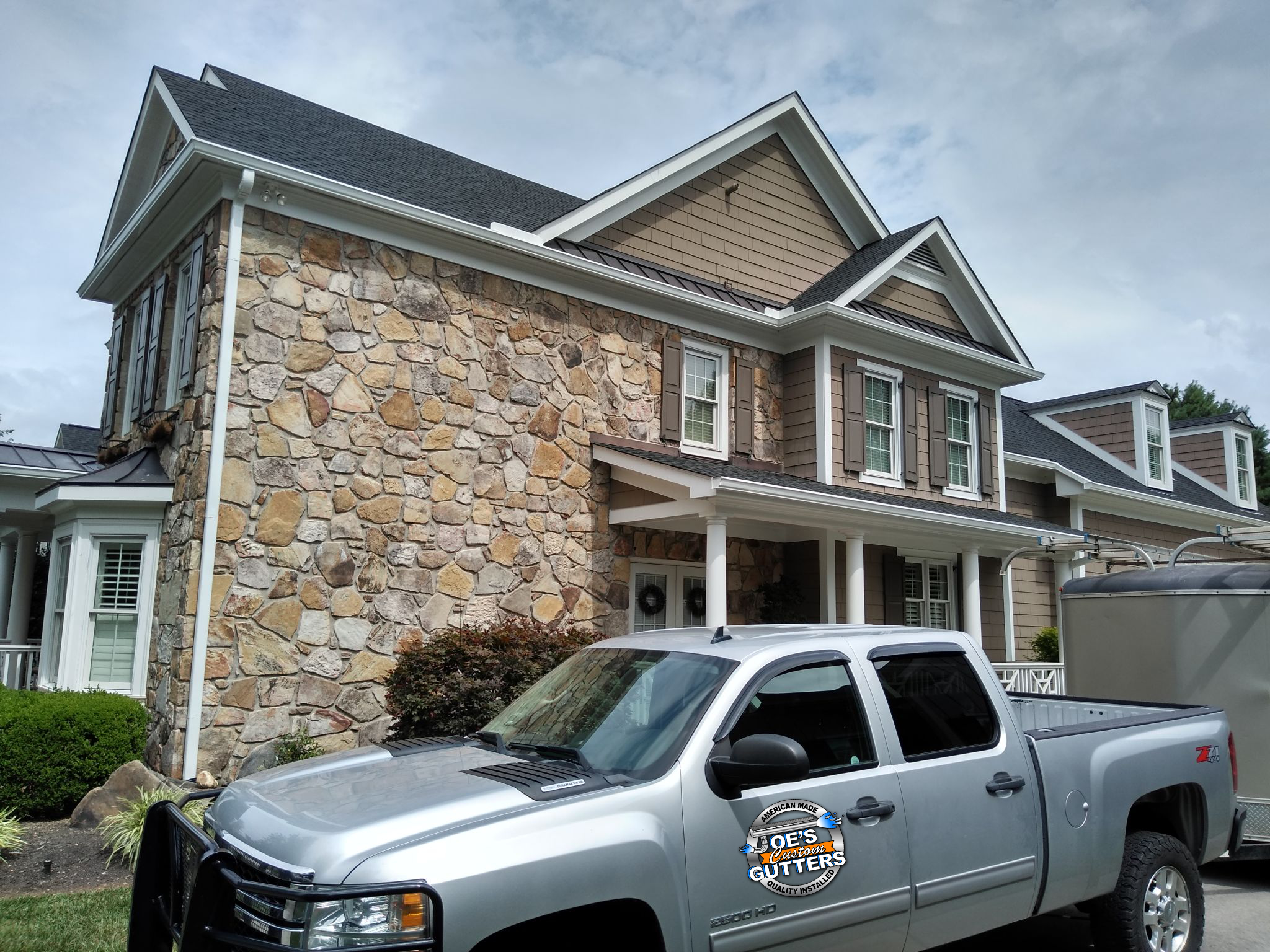 Gutter cleaning in Knoxville TN